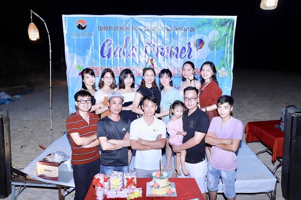 Chụp ảnh kỷ niệm đêm tiệc