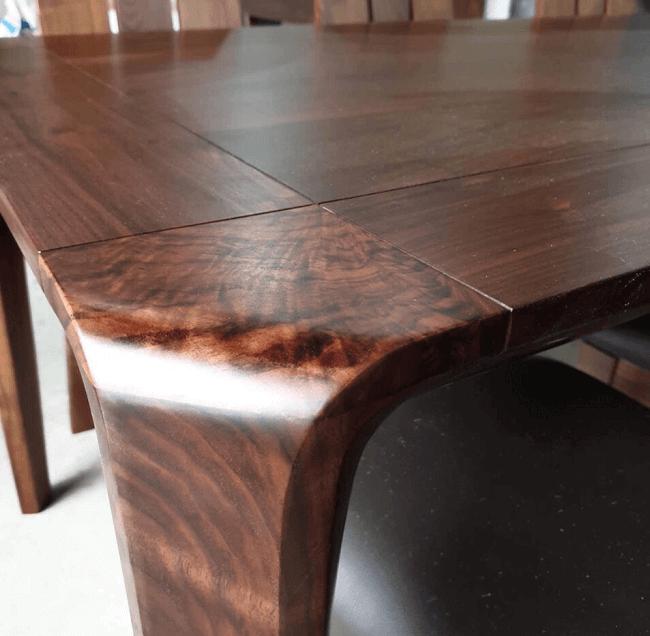 so sánh gỗ óc chó và gỗ hương về vân gỗ