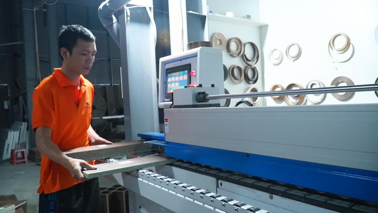 Xưởng sản xuất nội thất NaDu với trang thiết bị, máy móc hiện đại