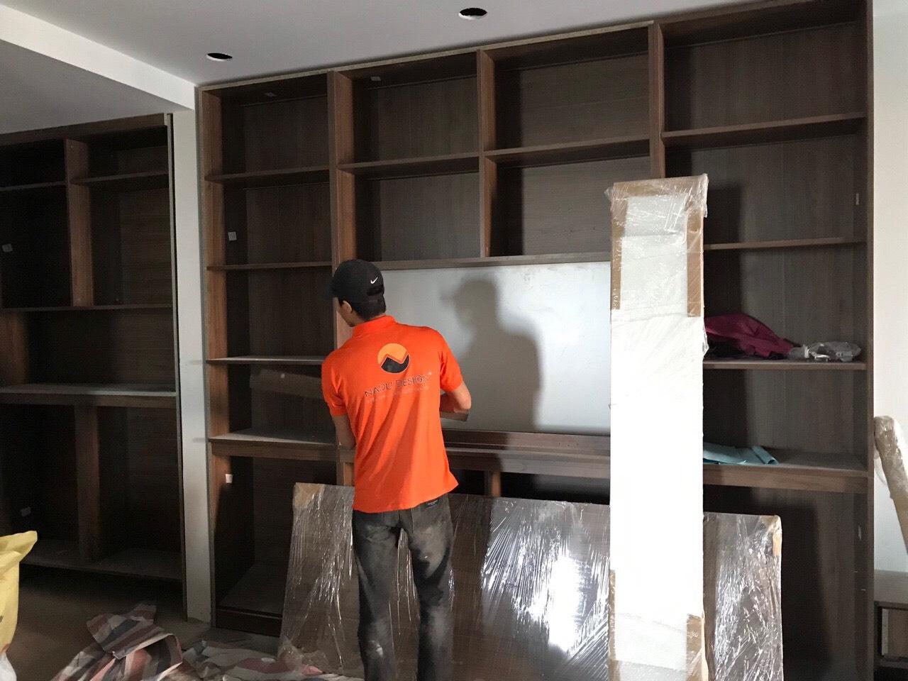Đội ngũ nhân công lành nghề NaDu tiến hành lắp đặt nội thất