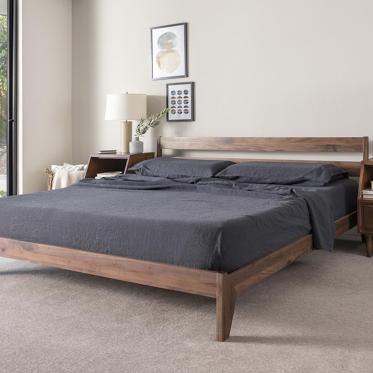 Giường ngủ gỗ óc chó thời thượng