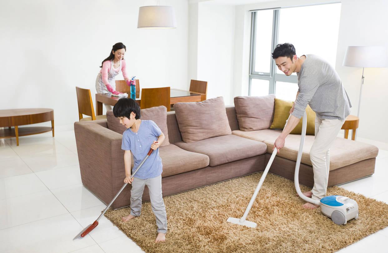 Thường xuyên lau dọn sàn nhà để ngừa corona