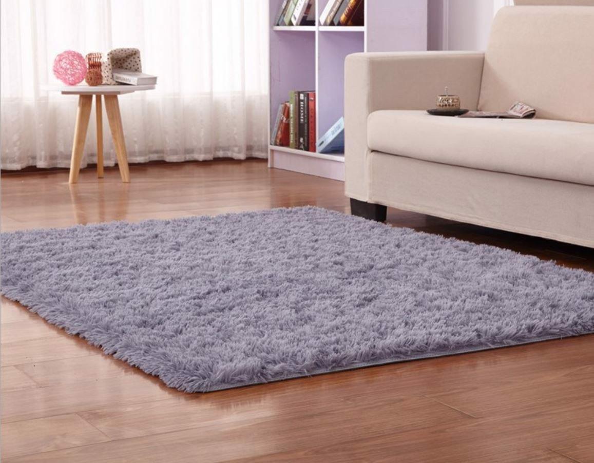 Thảm lông trải sàn phòng khách đơn sắc sang trọng